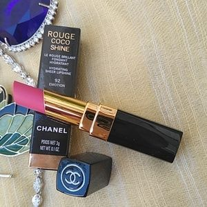 CHANEL lipstick #92 Emotion